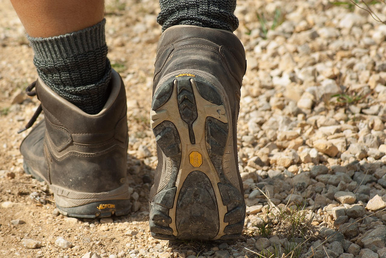 hiking boots vs running shoes